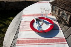Collection ETE - Chemin de table Lilly rouge